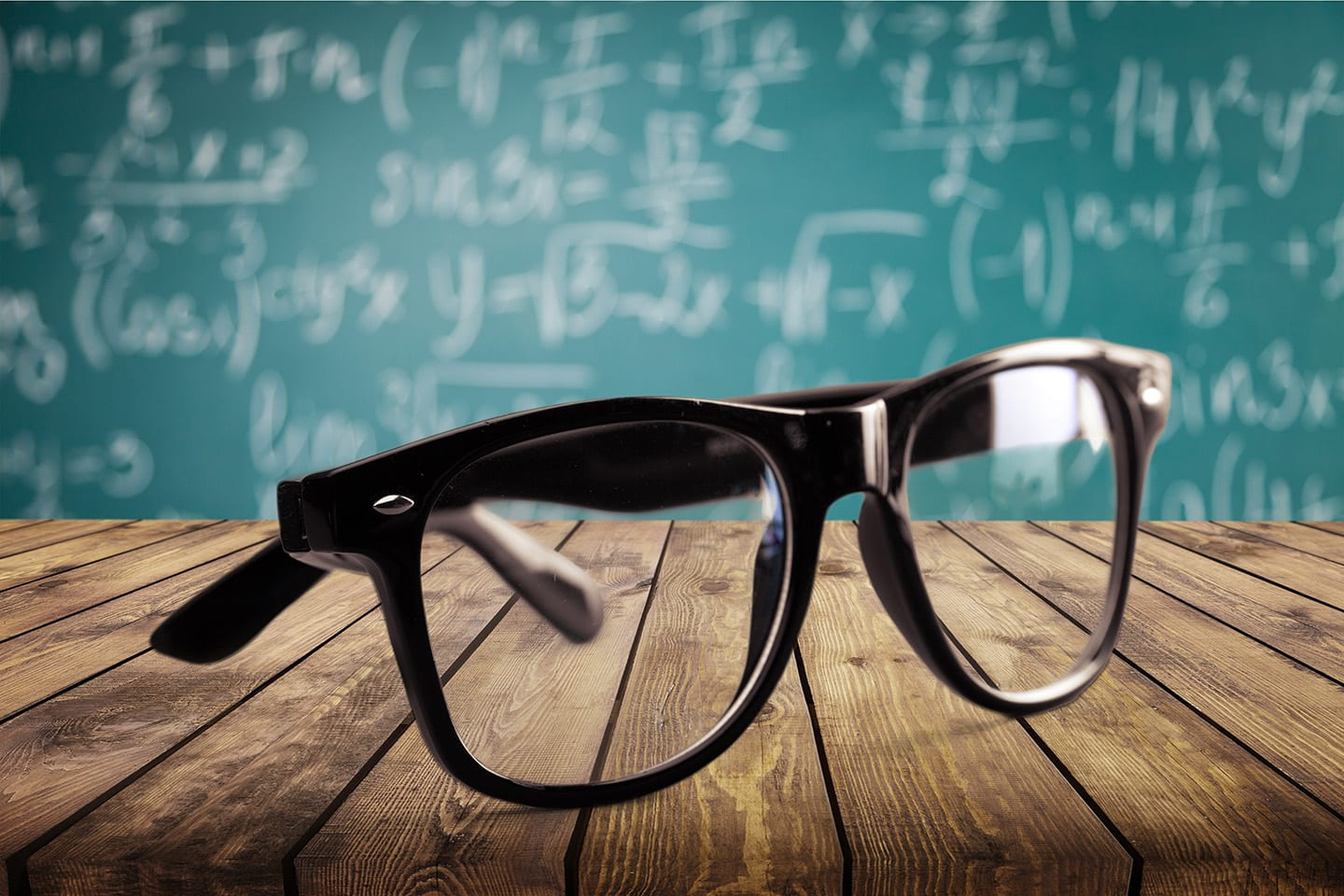 What are the Pros and Cons of Progressive Lenses vs. Bifocals?