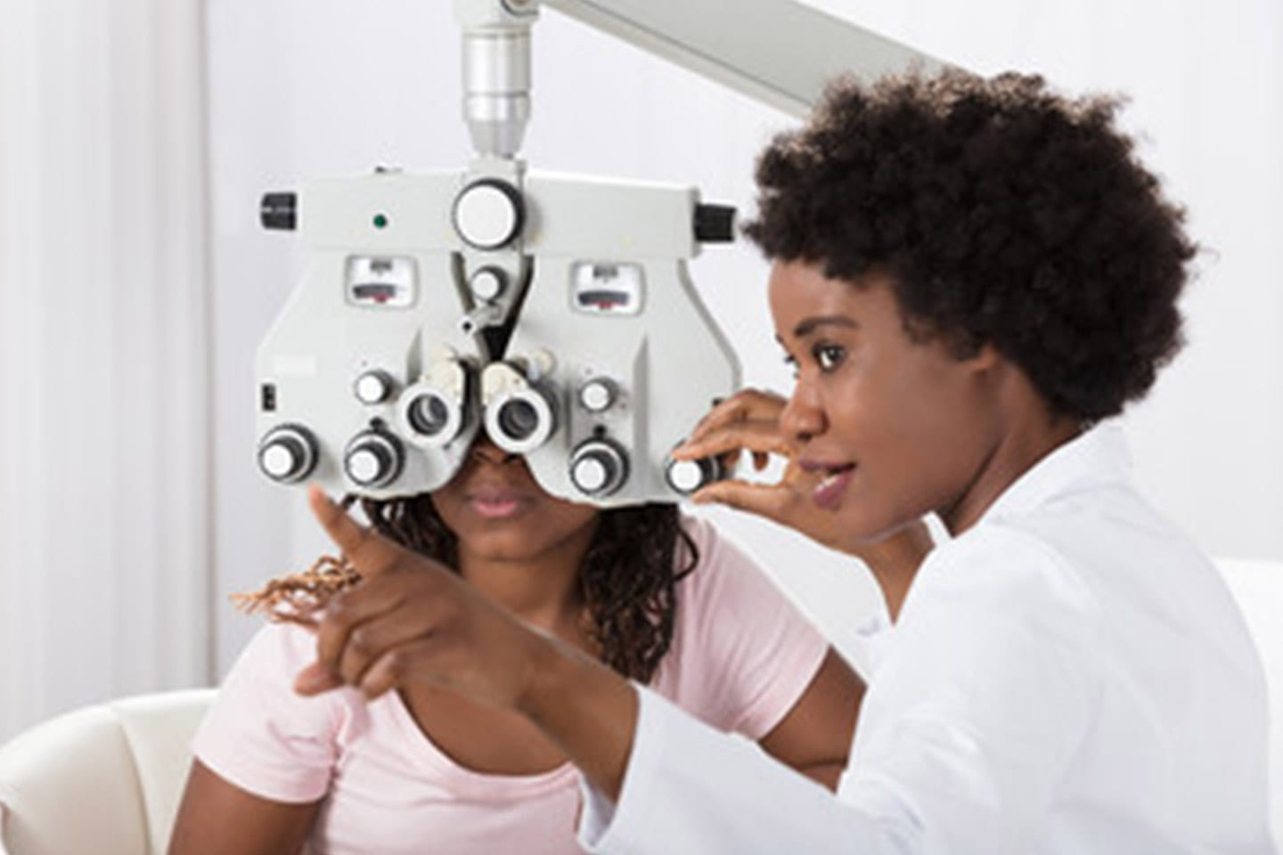 The Differences Between Eye Exams and Contact Lens Fittings